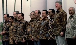 PARA PRESIDEN DAN BATIK CIREBON INDONESIA